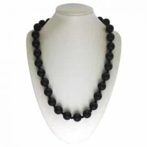 This stylish black sassy soul mate design features twenty-eight 15mm sphere shaped soft, silicone beads which are individually knotted. A chew necklace for anxiety, chewy necklace for Autism, chew necklace for ADHD. A great educational tool to fill your sensory tank. A breakaway clasp for extra safety. Unisex sensory resource for people with special needs and/or chew their fingernails, chew their shirt collar. Chew on our healthy alternatives and order now www.ninjababies.com.au